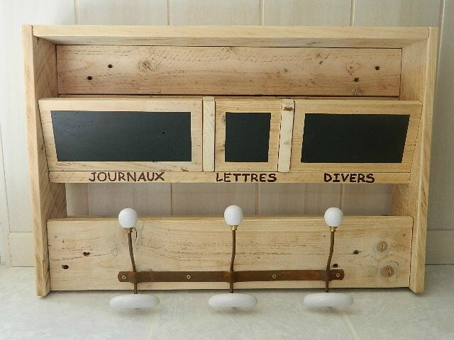 range courrier et porte manteaux la boite a palette. Black Bedroom Furniture Sets. Home Design Ideas