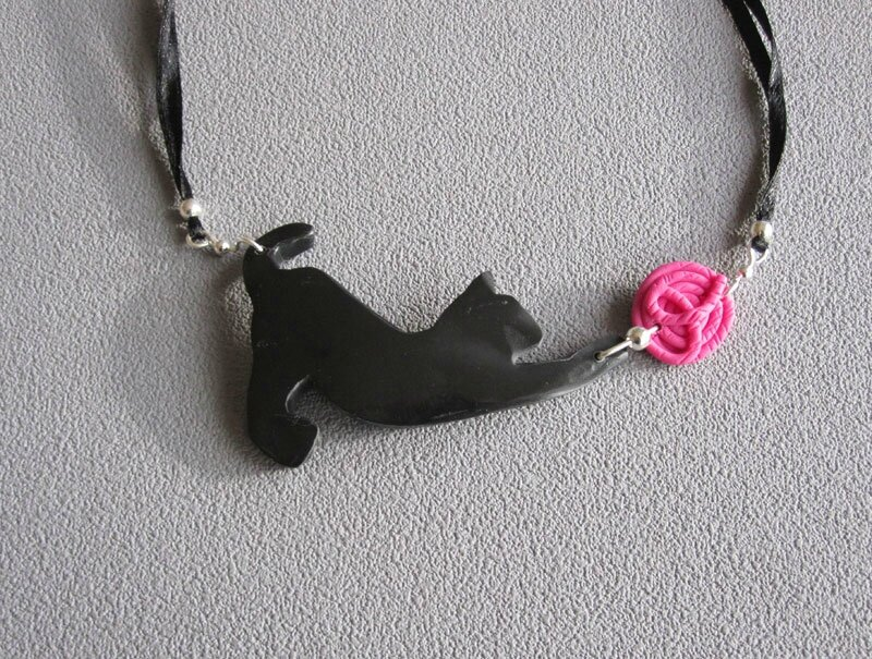 Mini Chat noir / pelote rose
