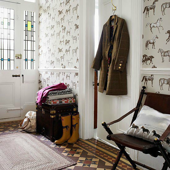 10c563a43fb2da89_Equestrian-wallpaper-in-hallway--Country-Homes-and-Interiors--Housetohome_co_uk_xxxlarge