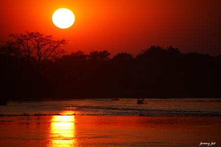 sunrise_on_the_zambeze