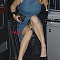 Ariane brodier, pas facile de descendre de la voiture sans montrer ses cuisses