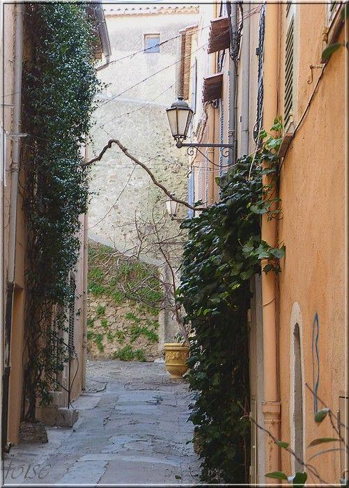 St Tropez ruelle