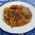 Chorizos et queues de porc au chou frisé et pommes de terre