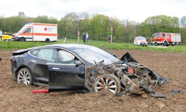 tesla-model-s-accident-germany-3
