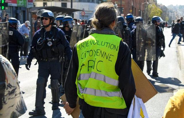 640x410_gilets-jaunes-bloques-police-devant-gare-nice-23-mars-2019