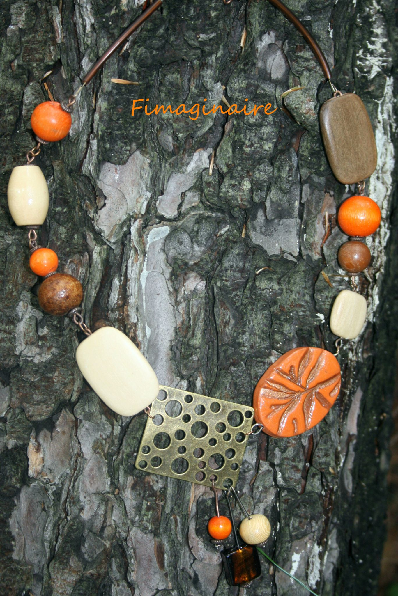 Collier bois orange beige et brun - 30$