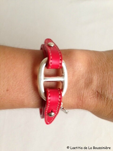 Le bracelet Grain de Café cuir rouge de Viviane