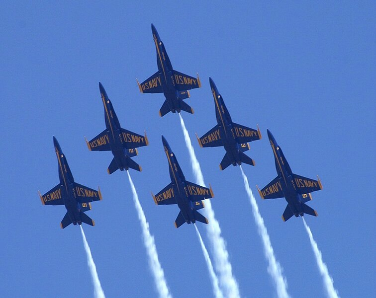 Blue-Angels-in-Formation
