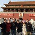 devant la cité interdite et le portrait de Mao
