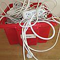 Rallonges électriques en pagaille : astuce rapide pour les ranger !