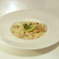 Ravioles de crevettes à la coriandre, bouillon coco-citron vert & petits légumes