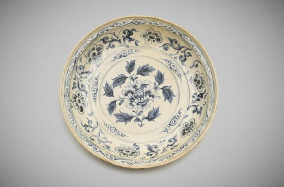A Vietnamese blue-and-white deep dish, 15th to 16th century