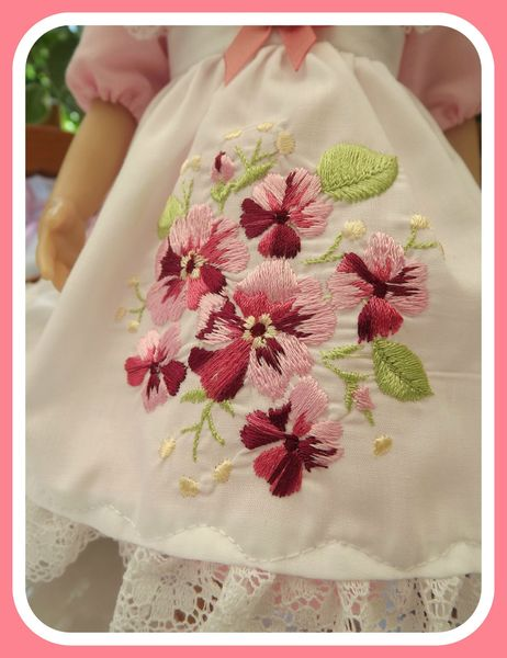 broderies robe rose