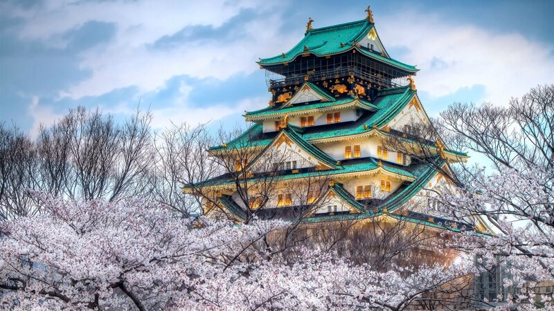 The-temple-of-the-cherry-blossom-season-in-Japan_1600x900