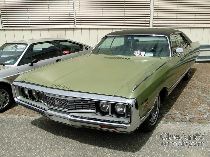 chrysler-new-yorker-hardtop-sedan-1971-03