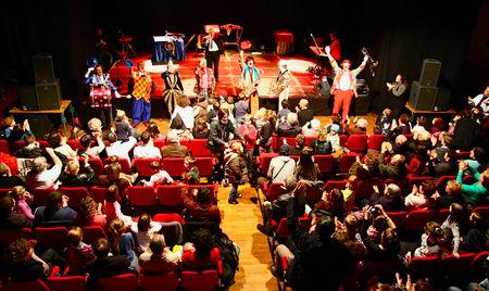 FESTIVAL_CLOWNS_EDEN_2011_salle_final