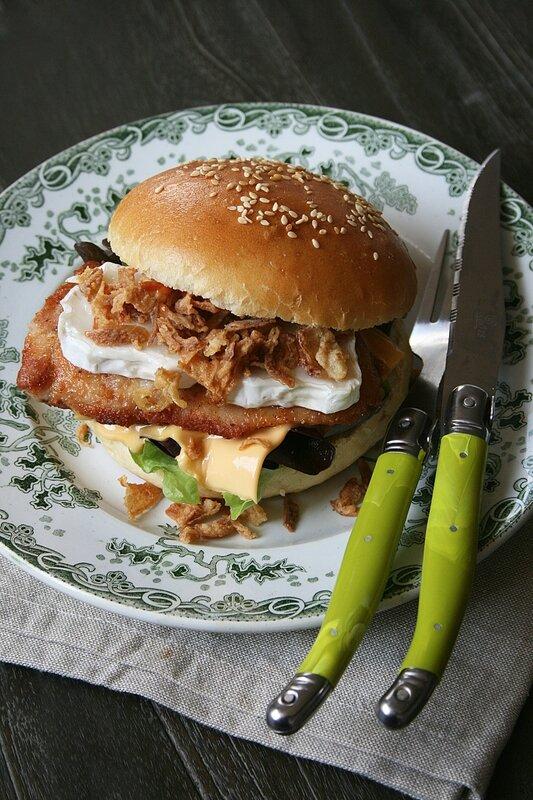 Burger au poulet chèvre et oignons frits - Passion culinaire Minouchka