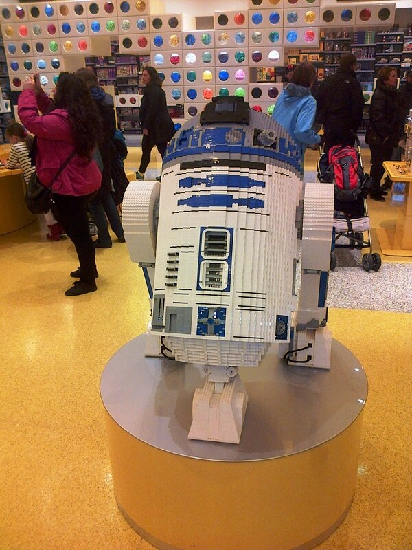 LEGO Store Disney Village ©Kid Friendly