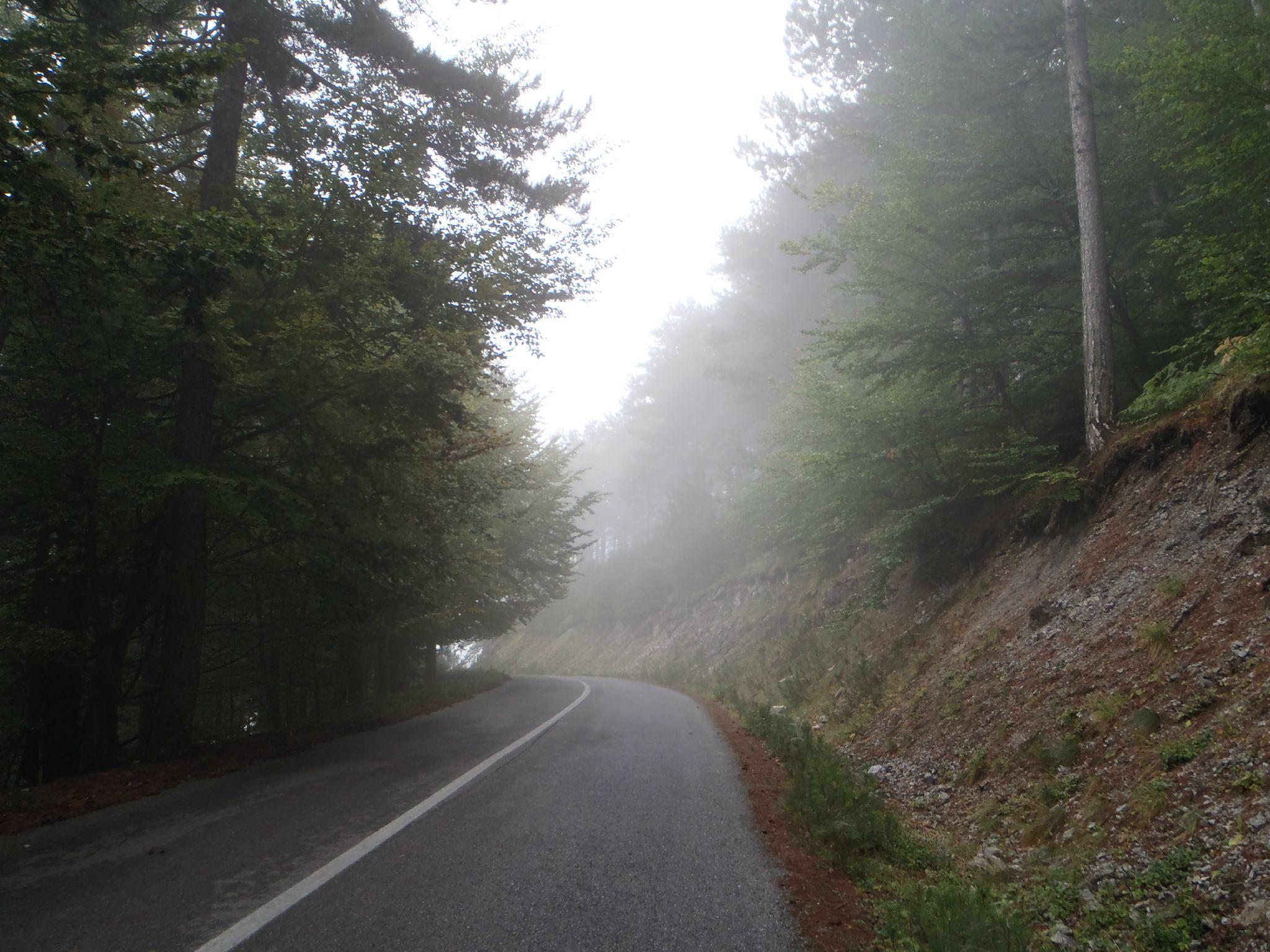 grèce lithokoro mont olympe dans les brumes