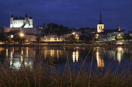 Saumur_by_night