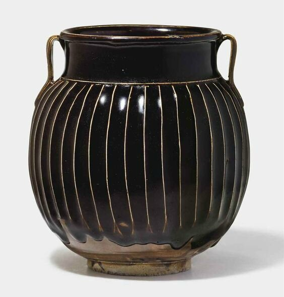 A black-glazed ribbed jar, Northern Song-Jin dynasty (960-1234)