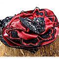 Broche fleur rouge et noir