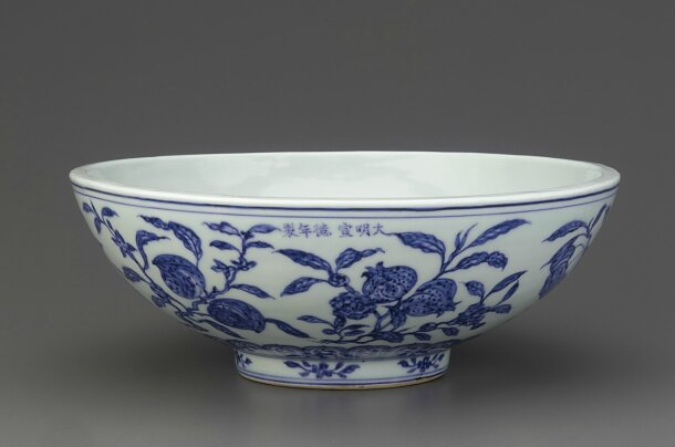 Shallow bowl with thick walls, Ming dynasty, Xuande reign, 1426-1435