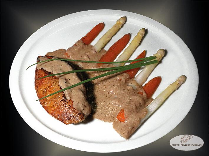 POULET_archiduc_aux_asperges_et_carottes_glacees