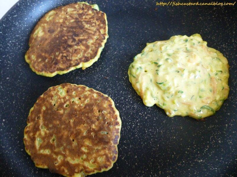Pancakes salés au saumon fumé, courgettes, carottes et mozzarella (20)