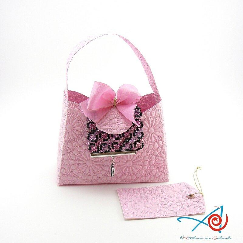 Carte-écrin sac à main rose avec bijou (Copier)