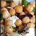 P'tite salade de pois chiches, dés de fromage de brebis et basilic
