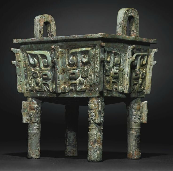 A Rare and Magnificent Archaic Bronze Wine Vessel, Fangding, Late Shang-Early Western Zhou Dynasty1