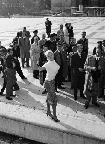 jayne-1957-10-02-paris-palais_chaillot-1