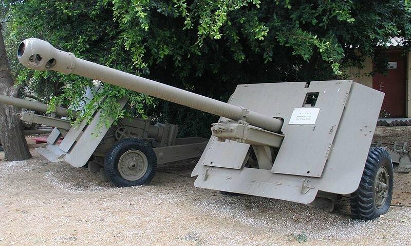 800px-QF-17-pounder-batey-haosef-1