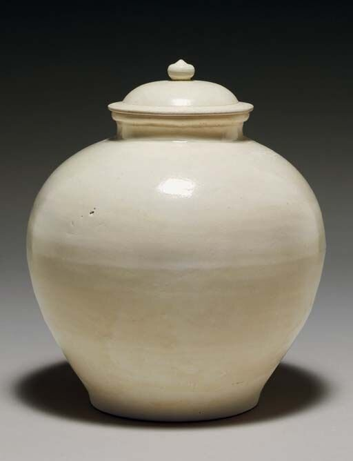A_straw_glazed_pottery_ovoid_jar_and_cover__Tang_dynasty__618_907__