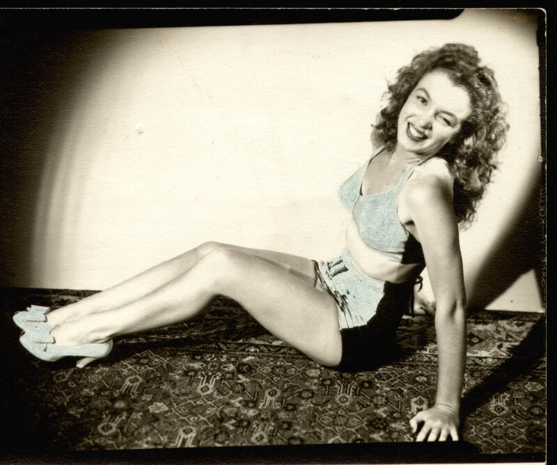1945-Farr_Hueth_studio-model-bikini_bird-011-1
