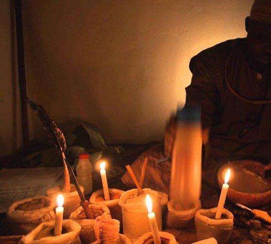 UN MARABOUT POUR LA MAITRISE DE VOTRE AMOUR: Faite recours au rituel de magie d'amour papa donwari