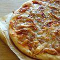 Ma pizza... tomates, mozzarella, poulet, basilic, simple et efficace!