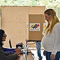 Lilian tintori enceinte: le desous des choses et la portée politique