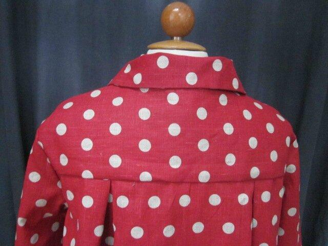 Manteau AGLAE en lin rouge à pois ficelle fermé par un noeud de lin brut (1)