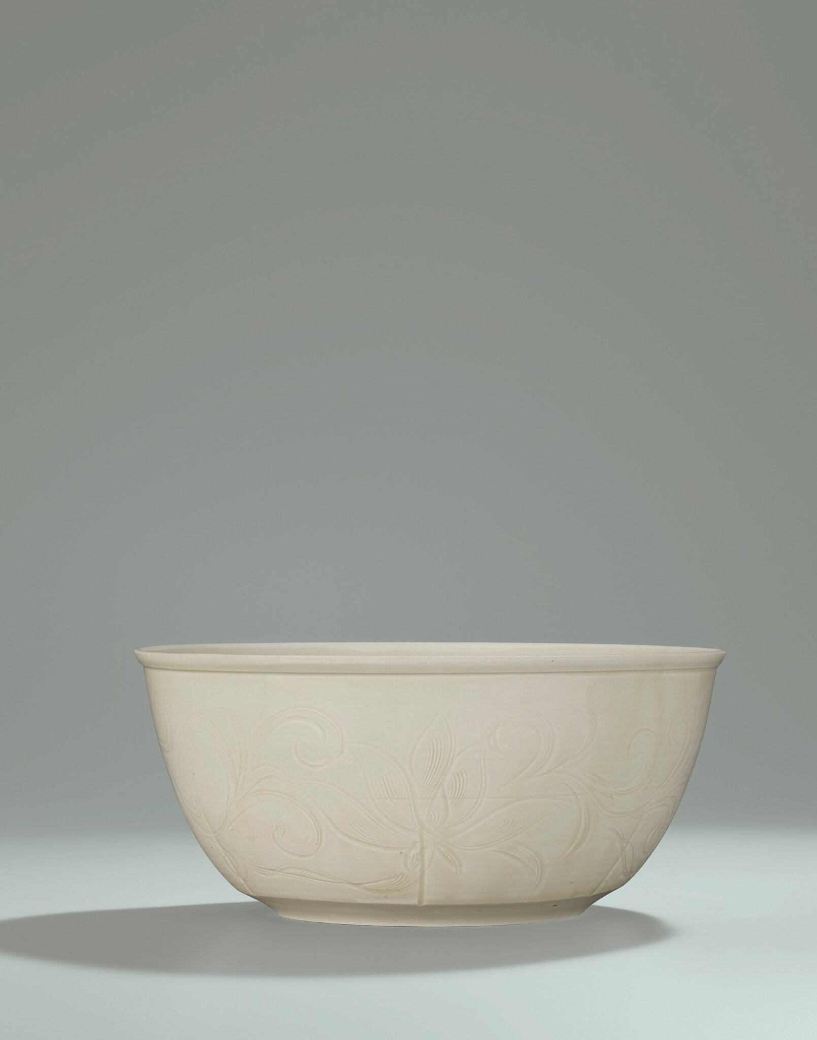 2014_HGK_03323_3212_000(a_very_rare_and_superbly_carved_large_ding_bowl_northern_song_dynasty)