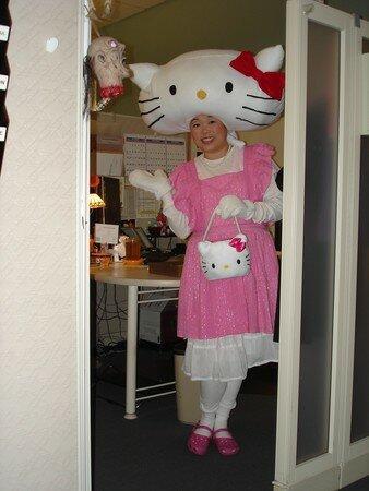 hello_kitty_halloween_costume_1