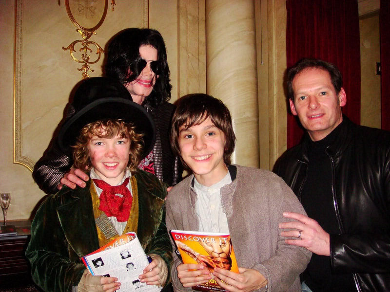 MJ-And-Oliver-cast-March-2009-michael-jackson-10710011-1600-1200