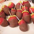 Sucettes de kiwi et de fraises au chocolat