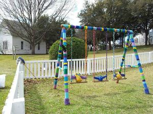 art_ yarn bombing_382976_499944860066771_2129013089_n