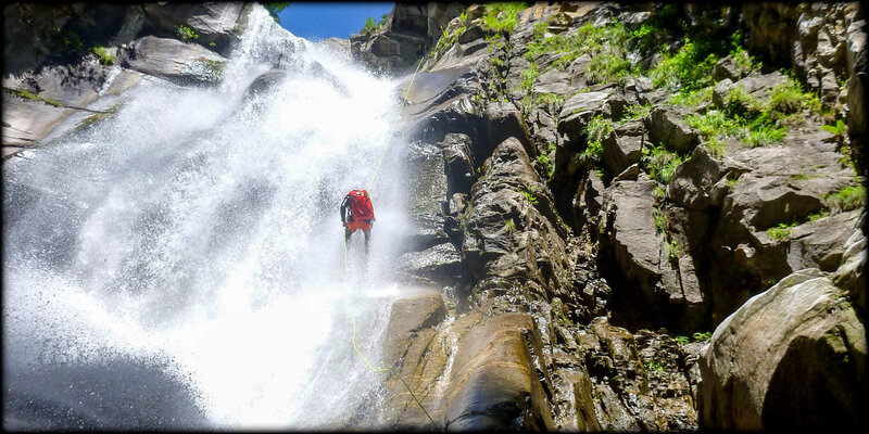 RAPPEL__CASCADE_CANYONING_