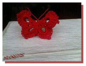 papillon rouge crochet signe