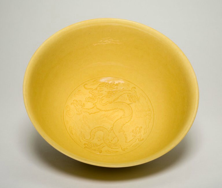 Bowl with Dragons, Qing dynasty (1644-1911), mark and period of Kangxi (1662-1722)