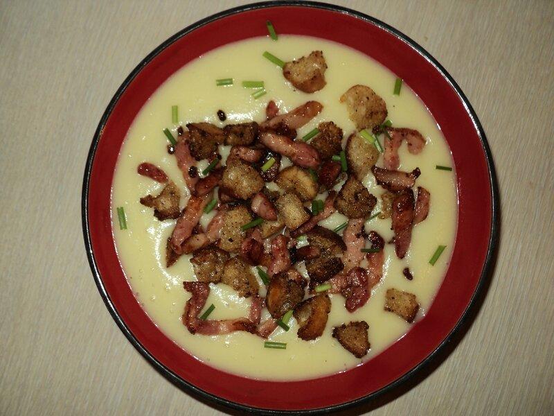velouté chou-fleur, lardons et croutons.