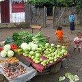 Quelques légumes au coin d'une rue (1)